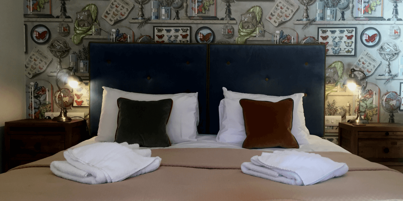 Papillion Room at The Globe Inn, Wells